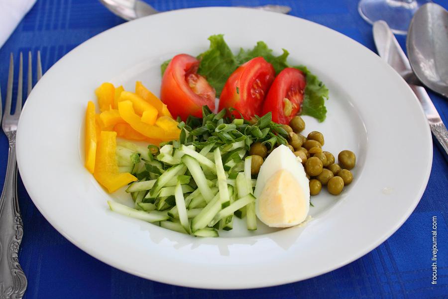 Салат горошек помидоры яйцо